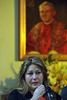 Photo of فلوربيث مورا تروي قصة شفائها على يد البابا يوحنا بولس الثاني