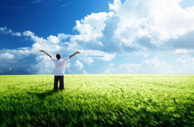 هل رفع اليدين في وقت الصلاة مفيد؟