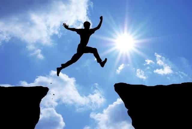 السبيل إلى التطور والنمو نحو الأفضل والعيش بفرح وسلام