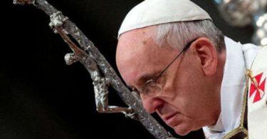 البابا فرنسيس: لا يمكننا الإستسلام لحقيقة تهجير المسيحيين من الشرق الأوسط.