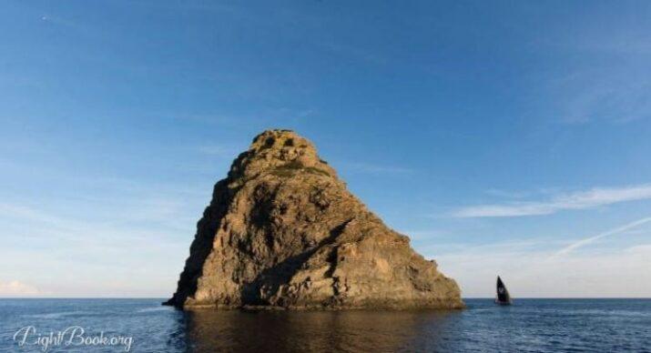 See Jabuka Island Magnetism Images and Know its Secrets