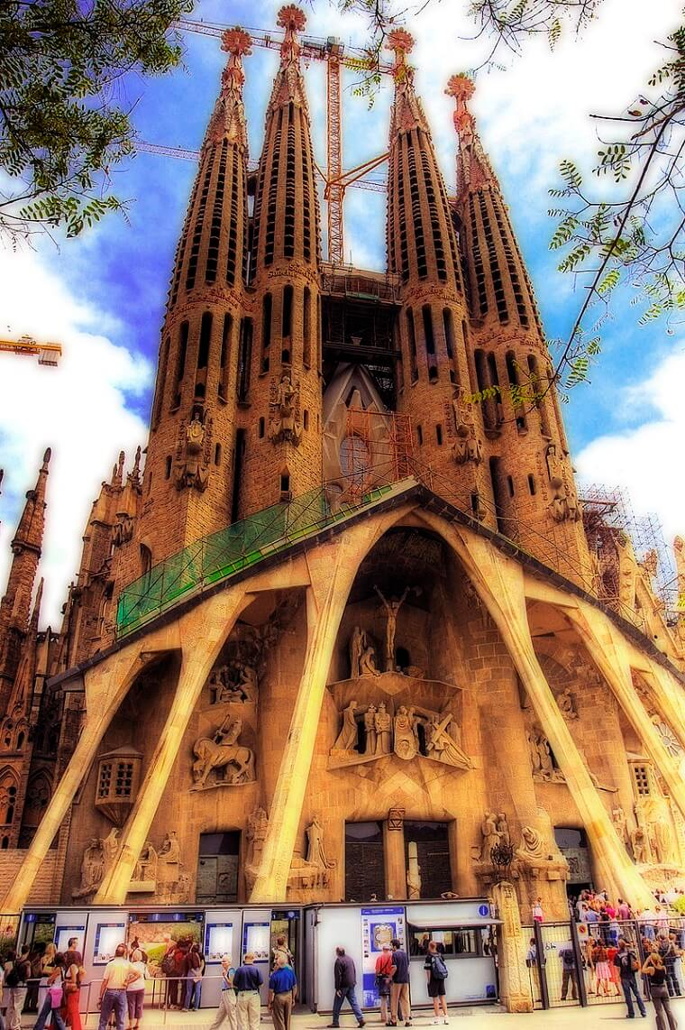 Amazing Pictures For Sagrada Familia The Largest Spain Church in Europe-13