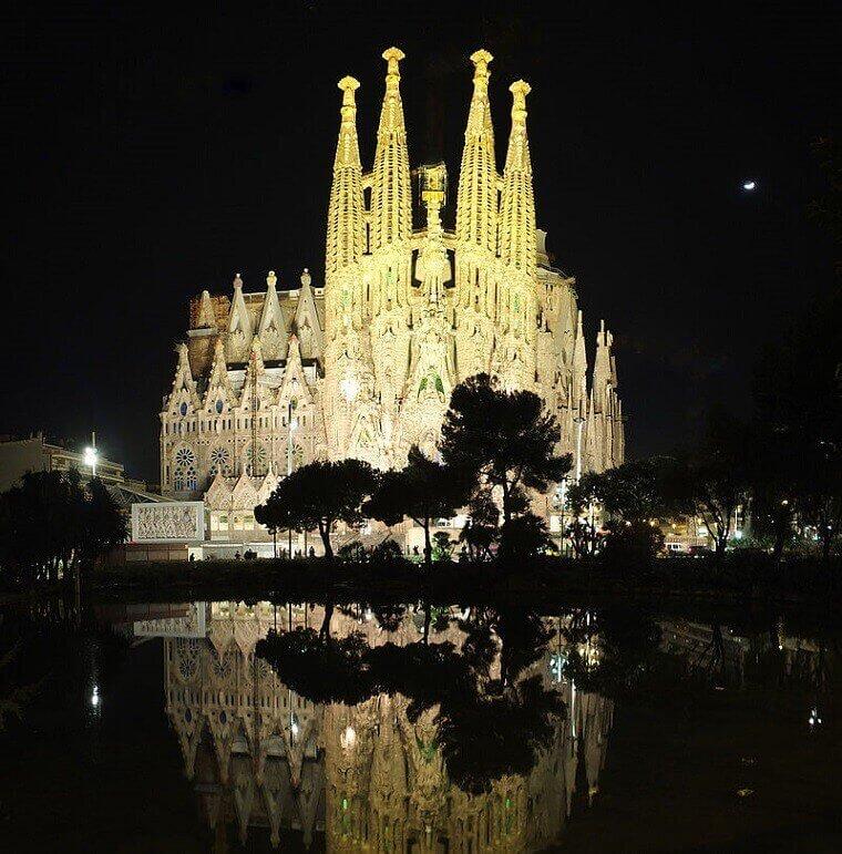 Photo of بالصور أكبر كنيسة في أوروبا sagrada familia العائلة المقدسة