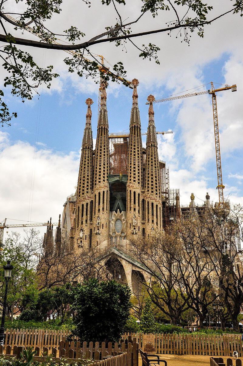 بالصور أكبر كنيسة في أوروبا sagrada familia العائلة المقدسة