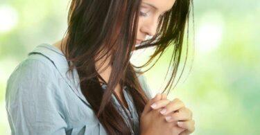 قصة الفتاة المؤمنة وخدمتها في مدارس الأحد ومعارضة أبيها لها لأنه غير مؤمن