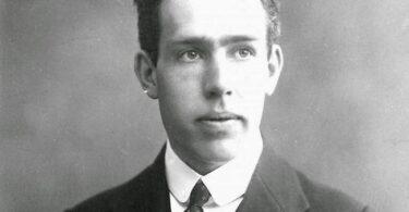 عالم الفيزياء نيلس هنريك دافيد بور Niels Henrik David Bohr - قصة حقيقية